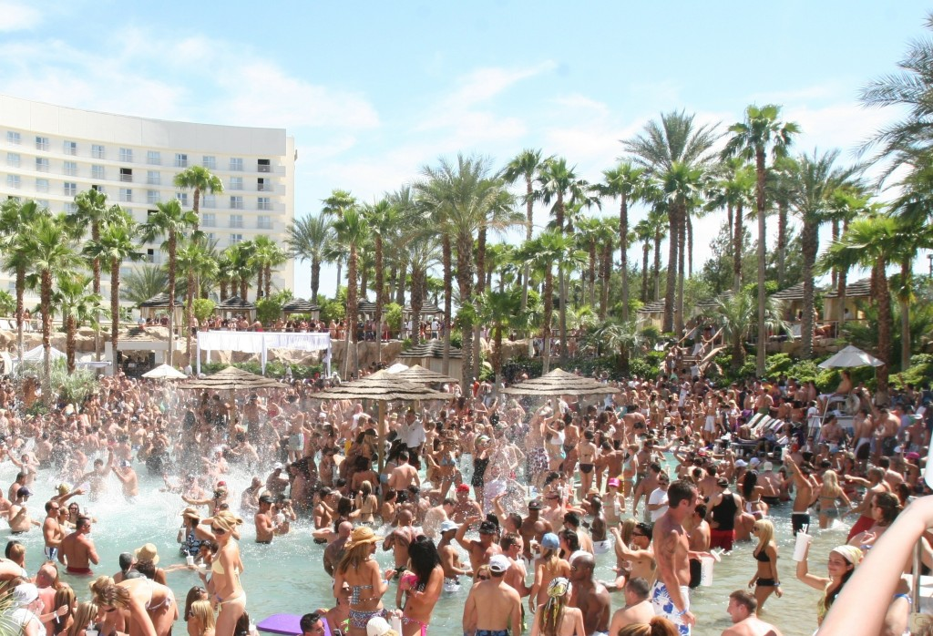 Best Pool Parties in Vegas: Rehab
